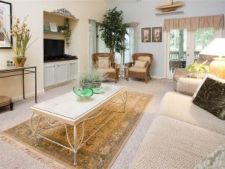 Romantic Villa with Deck and Clothes Dryer - Hilton Head vacation rentals