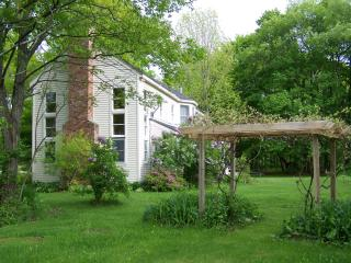 Charming 3 bedroom House in West Stockbridge with Deck - West Stockbridge vacation rentals