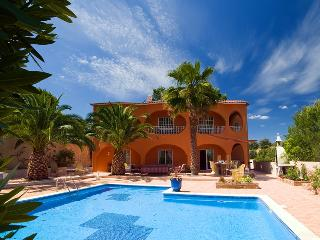 Comfortable Villa with Internet Access and A/C - Armação de Pêra vacation rentals