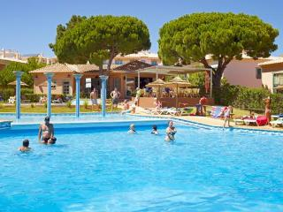 Modern T1 Albufeira 4*  Oura  Strip swimming pool - Albufeira vacation rentals