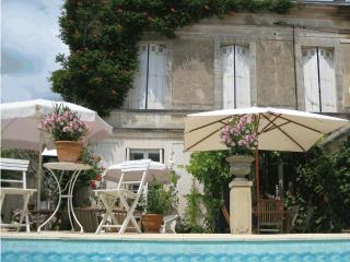 Charming Bed and Breakfast in Mornac sur Seudre with Shared Outdoor Pool, sleeps 11 - Mornac sur Seudre vacation rentals