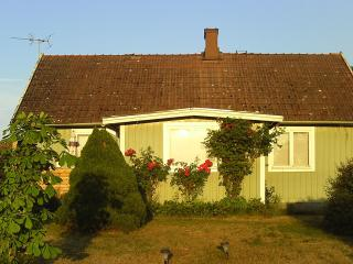Family friendly house only 400 m from the ocean - Ukna vacation rentals