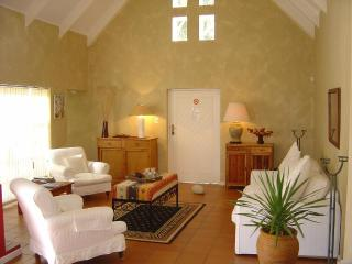 Gorgeous 3 bedroom Tulbagh Villa with Internet Access - Tulbagh vacation rentals
