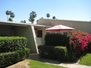 Rose Garden Style and Serenity in Palm Springs! - Palm Springs vacation rentals