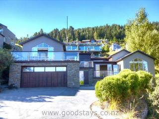 Hillside beauty with shades of Whislter: beautifully appointed holiday home - Queenstown vacation rentals