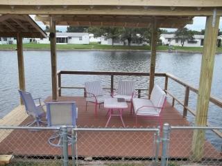 2 Bedroom waterfront vacation retreat - Holiday vacation rentals
