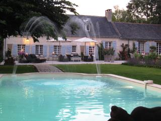 Comfortable 5 bedroom Blaison-Gohier Bed and Breakfast with Shared Outdoor Pool - Blaison-Gohier vacation rentals