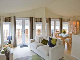 PUDDLE-DUCK LODGE, quality lakeside lodge, use of swimming pool, gym, restaurant, South Lakeland Leisure Village Ref 22237 - South Lakeland Leisure Village vacation rentals
