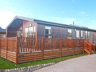 COTTON-TAIL LODGE, single-storey lakeside lodge in South Lakeland Leisure Village Ref 22492 - Hutton Roof vacation rentals