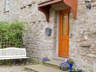 TOPSY-TURVY COTTAGE, character, pet-friendly, lovely views, in Worton, Ref 23264 - Worton vacation rentals