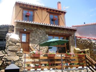 Wonderful Cottage with Deck and Internet Access - Ortigosa de Tormes vacation rentals