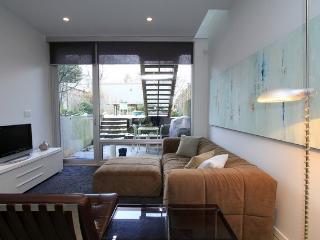 Stunning, Quiet Vancouver Garden Suite - Vancouver vacation rentals