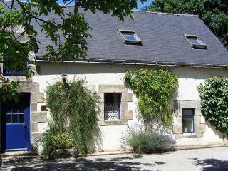 Le Laurier 3 bed Holiday Cottage at The Longhouse - Josselin vacation rentals