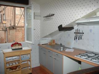 Albi  Appartement familial 2/ 4 personnes - Albi vacation rentals