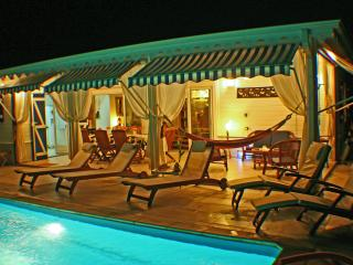 VILLA LA FLAMBOYANTE 4 **** &  4 Clésvacances - Sainte-Anne vacation rentals