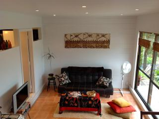 Beautiful Condo with Deck and Internet Access - Russell vacation rentals