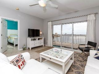 Bright Apartment in Pensacola Beach with Shared Outdoor Pool, sleeps 4 - Pensacola Beach vacation rentals