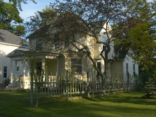 Historic Victorian Style House Walk to Niagara Falls - Niagara Falls vacation rentals