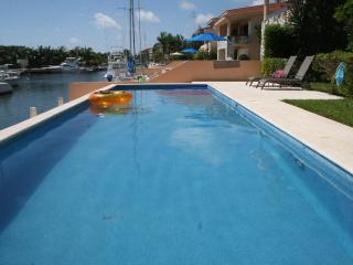 Beautiful, large 2 bdrm, 2 bthrm Condo - Puerto Aventuras vacation rentals