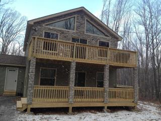 Luxury 5 Bed, 3 Bath, Hot Tub, Pool Table!! - Poconos vacation rentals