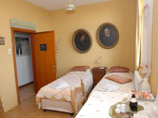 Quiet artistic spot in a picturesque poldervillage 10k to BRUGES, 7K to the beach - Ostende vacation rentals