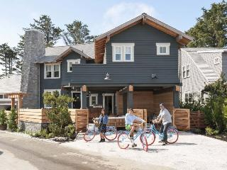 Bright 5 bedroom Pacific Beach House with Shared Outdoor Pool - Pacific Beach vacation rentals