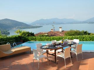 Comfortable 4 bedroom Lake Maggiore Villa with Internet Access - Lake Maggiore vacation rentals