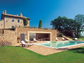 Villa Melograni features a magnificent central fireplace, jacuzzi and Turkish bath - Orvieto vacation rentals