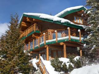 Sublime Mountain view Snow Ridge Estate with Ski-in/Ski-out & tranquil jacuzzi - Whistler vacation rentals