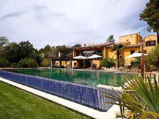 A contemporary boat-inspired villa & kid-friendly home, Azimut features pool, tennis court & more - Aix-en-Provence vacation rentals