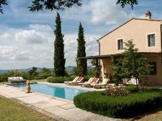 Extraordinary Villa Solara has a lap pool, manicured gardens & fireplace - Val d'Orcia vacation rentals