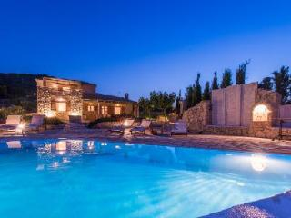 Ocean view Villa Crystal- direct beach path, hydro-massage pool & ensuites - Agios Nikolaos vacation rentals