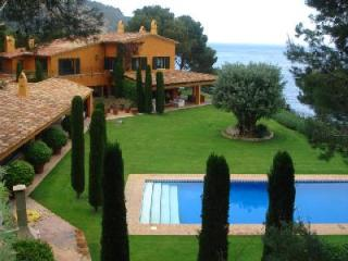 Ses Falugues Villa, Ocean view, large terrace, private pool and permanent staff - Begur vacation rentals