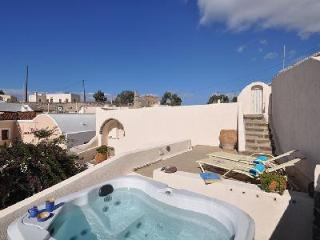 Villa Cyrene - Beautiful villa with hot tub, sunny courtyard & authentic vibe - Megalochori vacation rentals