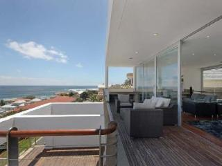 Strathmore House- 360° ocean views with pool- ensuite jacuzzi & near beach - Cape Town vacation rentals