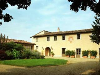 Villa Fagnana has dazzling views, a fireplace, estate wine and a large terrace - Pisa vacation rentals
