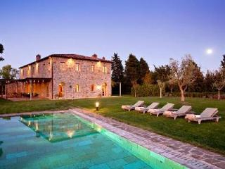 Casa Biondi perfect for groups, bordering Castiglion del Bosco golf course with heated pool - Poggio alle Mura vacation rentals