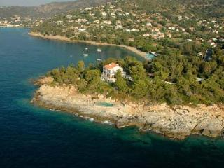 Pointe de la Fossette - Relaxing Waterfront Villa on 3 Acre Peninsula with Pool - Le Pradet vacation rentals