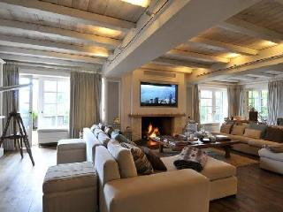 Luxury ski Chalet de Glisse offers jacuzzi, terrace and maid service - Haute-Savoie vacation rentals