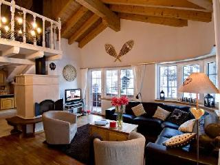 2 min to ski lift! Catered duplex attic chalet apartment Carmen with shared sauna & hot tub - Zermatt vacation rentals