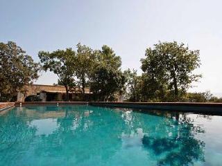 Perfect for a Family Retreat - Spacious Contemporary Villa Les 3 Garrigues with Pool & Tennis Court - L'Isle-sur-la-Sorgue vacation rentals