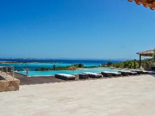 Neat the Beach! Modern Villa Cala Longa with Home Theater, Pool & Sea View - Ideal for Large Groups - Bonifacio vacation rentals