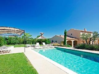Modern Family-Friendly Villa La Nouvelle in Gorgeous Countryside with Private Pool - Les Baux de Provence vacation rentals