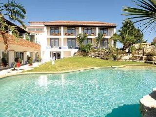Villa Monte D'Oiro - Gorgeous villa minutes from Meia Praia beach with pool - Mexilhoeira Grande vacation rentals