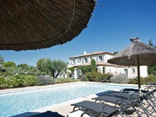 Countryside Family-Friendly Villa Croix des Vertus with Private Pool, Bocce Area & Outdoor Dining - Saint-Remy-de-Provence vacation rentals
