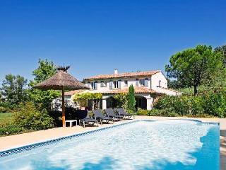 Close to Shops & Restaurants, Family-Friendly Villa Les Teinturiers offers Private Pool & BBQ - Saint-Remy-de-Provence vacation rentals