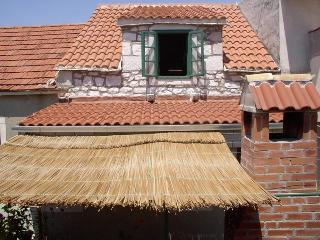 Stone house - apartment Modric - Sucuraj vacation rentals