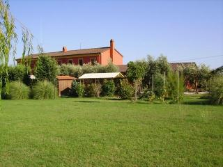 Red Country House - Quitness - private house - Montecarlo vacation rentals