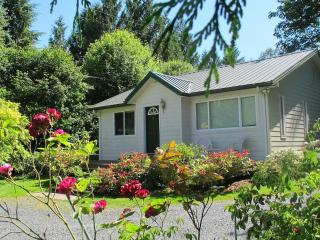 Modern, comfortable, clean cottage on Lake Samish - Bellingham vacation rentals