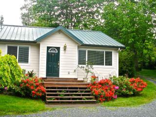 Modern, comfortable, clean cottage on Lake Samish - Bellingham vacation rentals